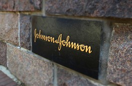 «Johnson&Johnson» покупает косметический бренд «Vogue International»